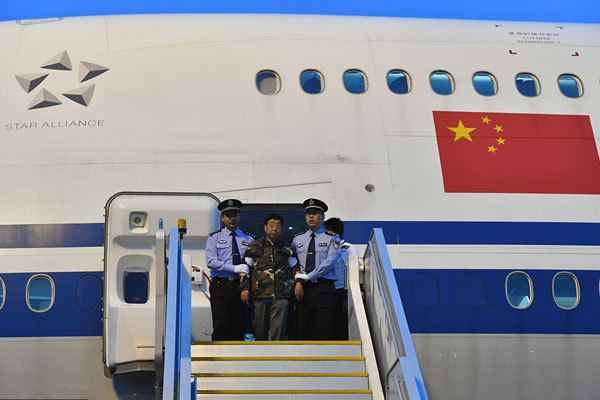 "Liu Changkai, a Chinese fugitive on a ""red notice"" list for 100 corruption fugitives issued by Interpol, returns to China and turns himself in to the police on August 31, 2017. [Photo: VCG]"
