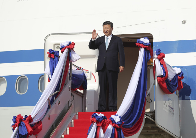 Chinese President Xi Jinping, also general secretary of the Communist Party of China (CPC) Central Committee, arrives in Vientiane, Laos for a state visit on November 13, 2017. [Photo: Xinhua]