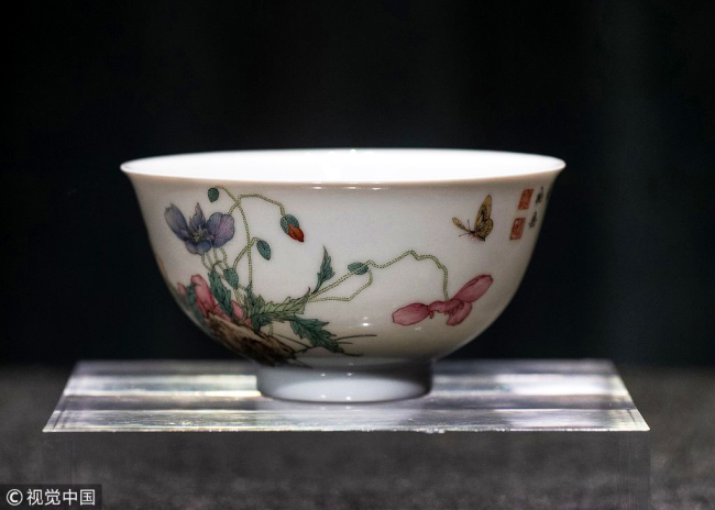 A roughly 12 centimeter Falangcai porcelain bowl on display in the Sotheby's media preview in Hong Kong, August 30, 2018. [Photo: VCG]