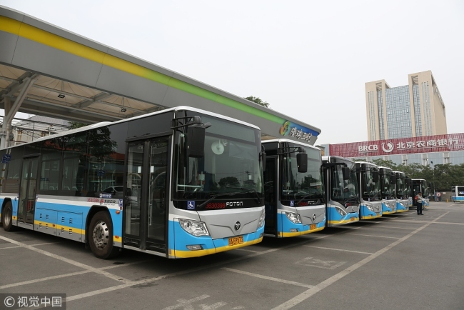Photo taken on June 25, 2018 shows the electronic buses of the Beijing Public Transport Corporation parking at a station in Beijing's Fengtai District. [Photo: VCG]