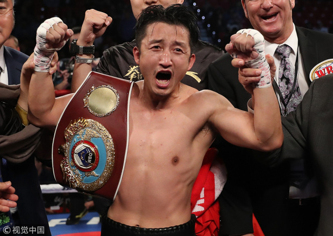 Zou Shiming of China poses after his unanimous-decision victory over Prasitsak Phaprom of Thailand during their WBO flyweight championship fight at the Thomas & Mack Center on November 5, 2016 in Las Vegas, Nevada. Shiming captured the WBO flyweight championship.[Photo:VCG]