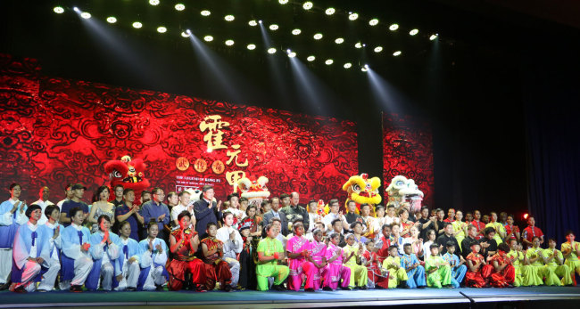 """Actors and guests take a group photo after a stage show, the """"Legend of Kungfu"""" in Mauritius, November 30, 2018. [Photo: China Plus/Gao Junya]"""