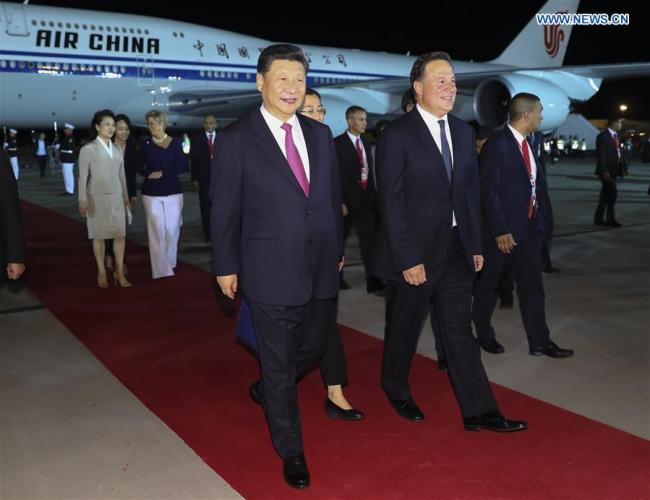 Chinese President Xi Jinping and his wife Peng Liyuan are warmly welcomed by Panamanian President Juan Carlos Varela and his wife Lorena Castillo Garcia in Panama City Dec. 2, 2018. [Photo: Xinhua/Xie Huanchi]