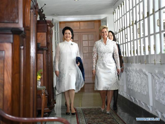 Peng Liyuan (L), wife of Chinese President Xi Jinping, and World Health Organization goodwill ambassador for tuberculosis and HIV/AIDS and UNESCO special envoy for the advancement of girls' and women's education, meets with Panamanian First Lady Lorena Castillo Garcia, a special ambassador for UNAIDS in Latin America, in Panama City, Panama, Dec. 3, 2018. [Photo: Xinhua/Yan Yan]