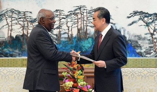 Chinese State Councilor and Foreign Minister Wang Yi with Rahamtalla Mohamed Osman Elnor, first African Union (AU) representative to China. [Photo:Xinhua]