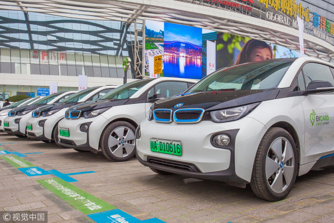 BMW 5-Series vehicles for the Munich-based car maker's ReachNow car-sharing service are parked in Chengdu, capital of Sichuan Province.[File Photo: VCG]
