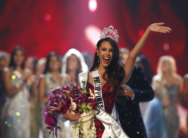 Miss Philippines Catriona Gray jubilates after she was crowned as the new Miss Universe during the Miss Universe 2018 beauty pageant at Impact Arena in Bangkok, Thailand, 17 December 2018. [Photo: IC]