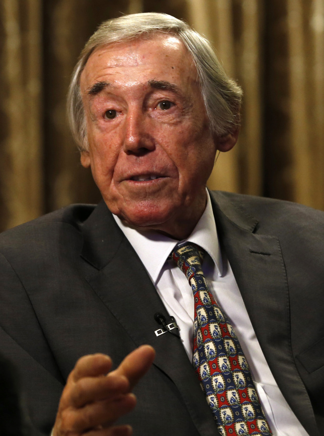In this Tuesday, Jan. 5, 2016 file photo former England goalkeeper Gordon Banks talks to the media at the Royal garden Hotel in London. English soccer club Stoke said Tuesday Feb. 12, 2019 that World Cup-winning England goalkeeper Gordon Banks has died at 81. [File Photo: AP/Alastair Grant]