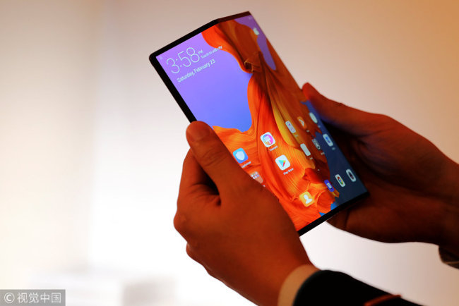 A member of Huawei staff shows the new Huawei Mate X device during a pre-briefing display ahead of the Mobile World Congress in Barcelona, Spain, February 23, 2019. [Photo: VCG]