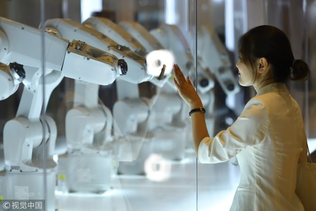 A perception machine responds to a visitor at the venue of the 2018 Summer Davos Forum in north China's Tianjin Municipality, Monday, September 17, 2018. [Photo: VCG]
