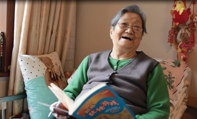 94-year-old Zhang Dexuan has been living at a nursing home for five years. [Photo: China Plus]