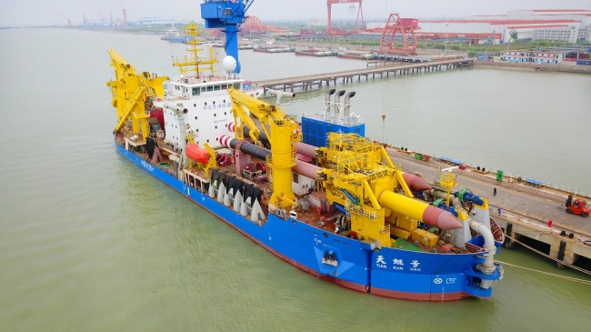 Asia's largest and most advanced dredging vessel Tian Kun Hao berths at a port for its first sea trial in Qidong city, east China's Jiangsu province, 8 June 2018. [File Photo: IC]