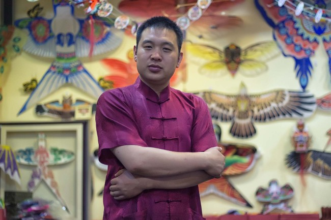 Liu Bin is the third inheritor of Cao's Kites. In 2003, he opened his first kite shop and created his own brand named Sanshizhai, referring to three generations of his family. [Photo:courtesy of Liu Bin]