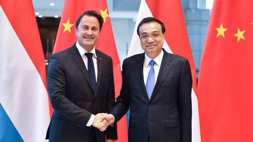 Chinese Premier Li Keqiang (R) shakes hand with Luxembourg Prime Minister Xavier Bettel (L) at the Boao Forum for Asia, March 27, 2019. [Photo: Ministry of Foreign Affairs]