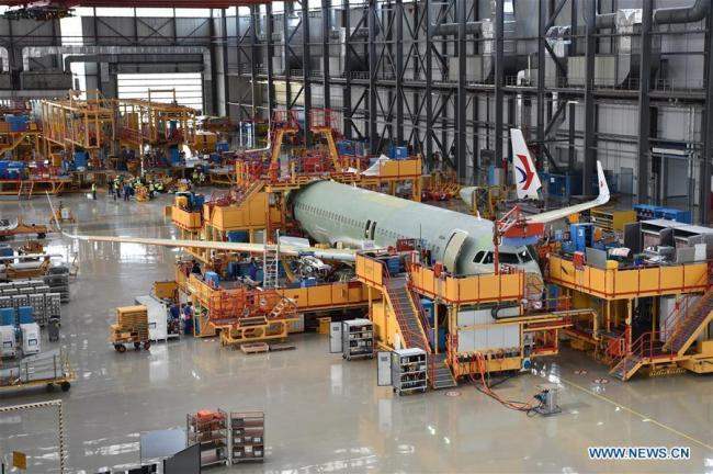 Photo taken on Sept. 27, 2018 shows staff members working at Airbus' Tianjin final assembly line for the A320-family of jets in north China's Tianjin. [Photo: Xinhua/Li Ran]
