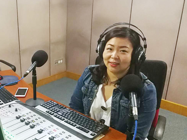 Wang Qian, an insurance agent based in Beijing, takes an interview from China Plus. [Photo: China Plus]