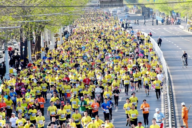 Runners taking part in the 2019 Beijing Half Marathon on Sunday, April 14, 2019. [Photo: IC]