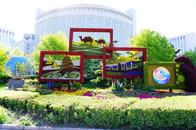 Flower beds have been prepared by gardeners in Beijing on the theme of the Belt and Road Initiative, on Sunday, April 14, 2019.  [Photo: IC]