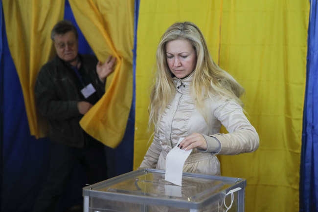 A woman casts her ballot at a polling station during the second round of presidential elections in Kiev, Ukraine, Sunday, April 21, 2019. [Photo: AP/Vadim Ghirda]