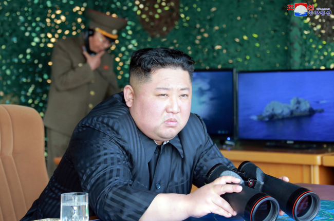 This picture taken on May 4, 2019 and released from the official Korean Central News Agency (KCNA) on May 5, 2019 shows Kim Jong Un, top leader of the Democratic People's Republic of Korea (DPRK), supervising a strike drill. [Photo: /KCNA VIA KNS/AFP]