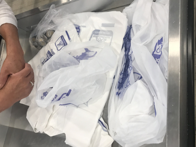 Photo shows disposable plastic itemsat a local market in Mexico City. Mexico City lawmakers have passed a ban on such items, including non-biodegradable plastic bags, straws, cutlery, cups and coffee capsules. The ban is set to come into force in December 2020 or January 2021. [Photo: China Plus]