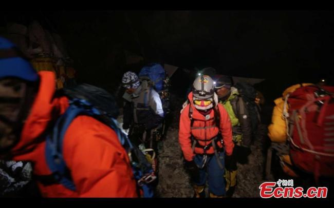 "Three Chinese women, forming the ""Everest Rose"" team, start their ascent of Mount Qomolangma, known as Mount Everest in the West, on May 22, 2019. [Photo: China News Service]"