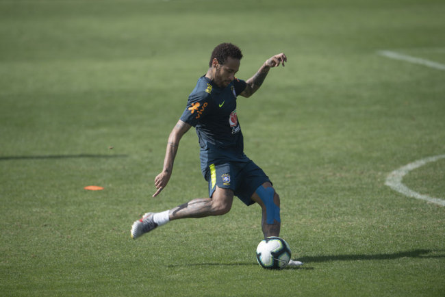 Brazil's footballer Neymar takes part in a training session of the national team at the Granja Comary sport complex in Teresopolis, Brazil, on June 1, 2019 ahead of the Copa America football tournament. [Photo: AFP/Mauro Pimentel]
