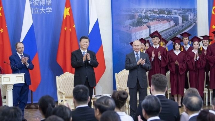 Chinese president receives honorary doctorate from St. Petersburg University