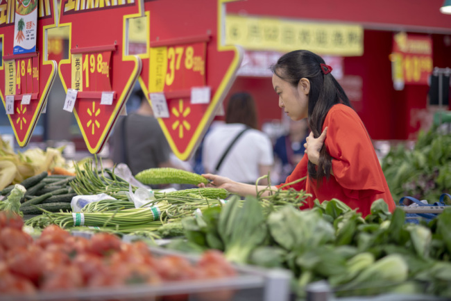 A customer at a supermarket in Guangzhou, Guangdong Province on June 9, 2019. [Photo: IC]