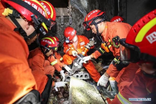 Rescuers search for trapped people in Shuanghe Town in Changning County of Yibin City, southwest China's Sichuan Province, June 18, 2019. [Photo: Xinhua]