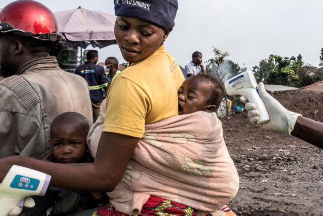 This photo issued on August 1, 2019 shows a health officer checking a baby's temperature at a health checkpoint in Goma, RD Congo on July 5, 2019. [File photo: EPA via IC/Patricia Martinez]