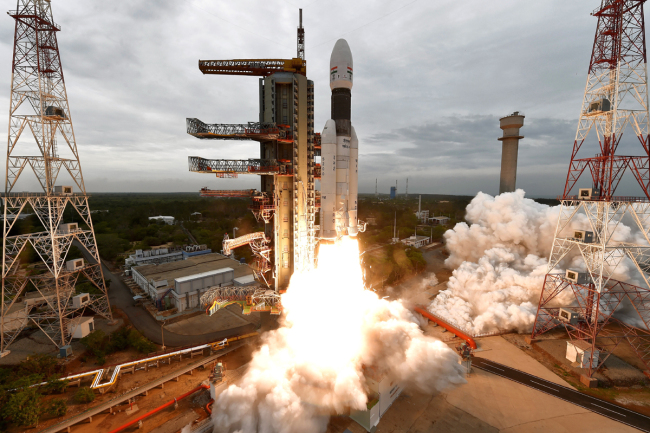 A handout photo made available by the Indian Space Research Organization (ISRO) shows ISRO orbiter vehicle 'Chandrayaan-2', India's first moon lander and rover mission planned and developed by the ISRO GSLV MKIII-M1, blasting off from a launch pad at Satish Dhawan Space Center in Sriharikota, in the Southern Indian state of Tamil Nadu, India, July 22, 2019. [Photo: IC]