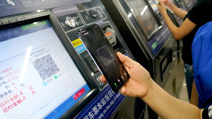 New cashless payment option on trial in Beijing rail transit
