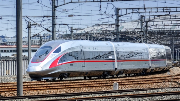 China develops permanent magnet motor for 400 kph high-speed train
