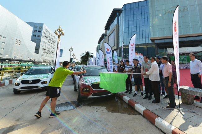 Cars participating in the China-ASEAN International Touring Assembly depart from the Vientiane World Trade Center on stage seven of the rally in Laos on Sep 17, 2019. [Photo provided to China Plus]