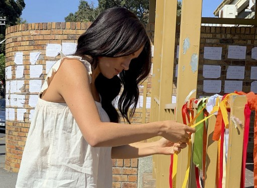Duchess Of Sussex Pays Tribute At The Scene Of Rape Victim In Cape Town China Plus