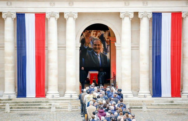 French people queue to pay tribute to former French President Jacques Chirac at the Invalides, following his death in Paris, France on September 29, 2019. [Photo: Mustafa Yalcin/Anadolu Agency via Getty Images via VCG]