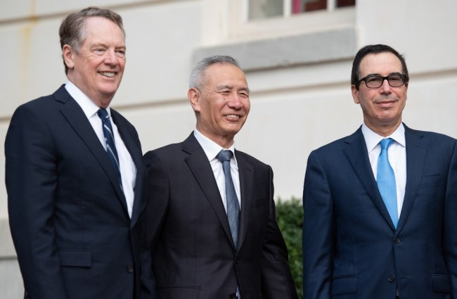 Chinese Vice Premier Liu He (C), U.S. Treasury Secretary Steven Mnuchin (R), and U.S. Trade Representative Robert Lighthizer (L) arrive at the Office of the US Trade Representative in Washington, DC, October 10, 2019. [Photo: VCG]
