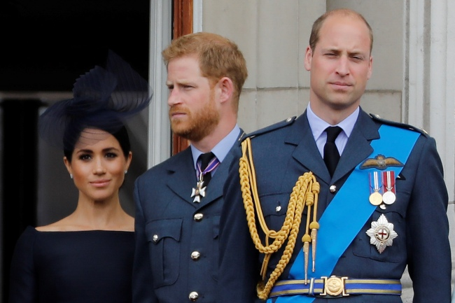 In this file photo taken on July 10, 2018 (L-R) Britain's Meghan, Duchess of Sussex, Britain's Prince Harry, Duke of Sussex, Britain's Prince William, Duke of Cambridge and Britain's Catherine, Duchess of Cambridge, stand on the balcony of Buckingham Palace to watch a military fly-past to mark the centenary of the Royal Air Force (RAF). [Photo: Tolga AKMEN/AFP]