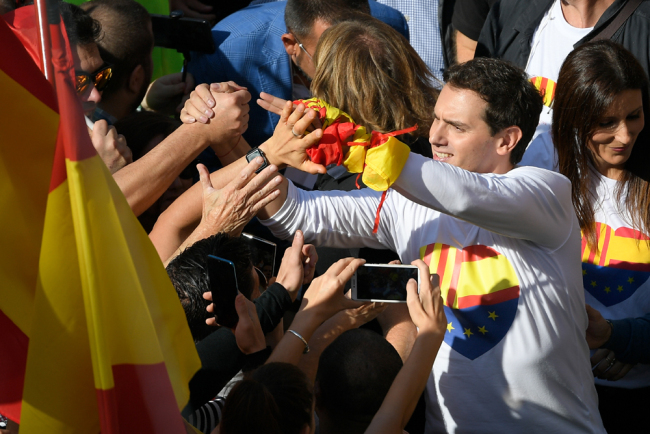 """Leader of the pro-union political party Ciudadanos Albert Rivera (R) is greeted by supporters during a demonstration called by the anti-separatists organisation """"Societat Civil Catalana"""" (Catalan Civil Society, SCC), in Barcelona, on October 27, 2019. [Photo: AFP/Lluis Gene]"""