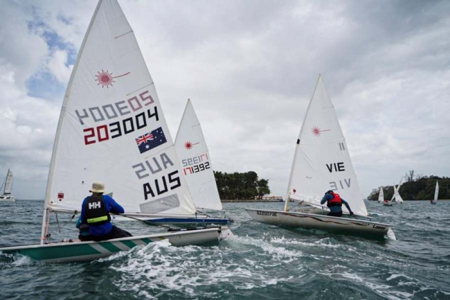 Teenager contestants sail during the Belt and Road International Regatta Singapore station on Jan 4, 2019. [Photo provided to China Plus]